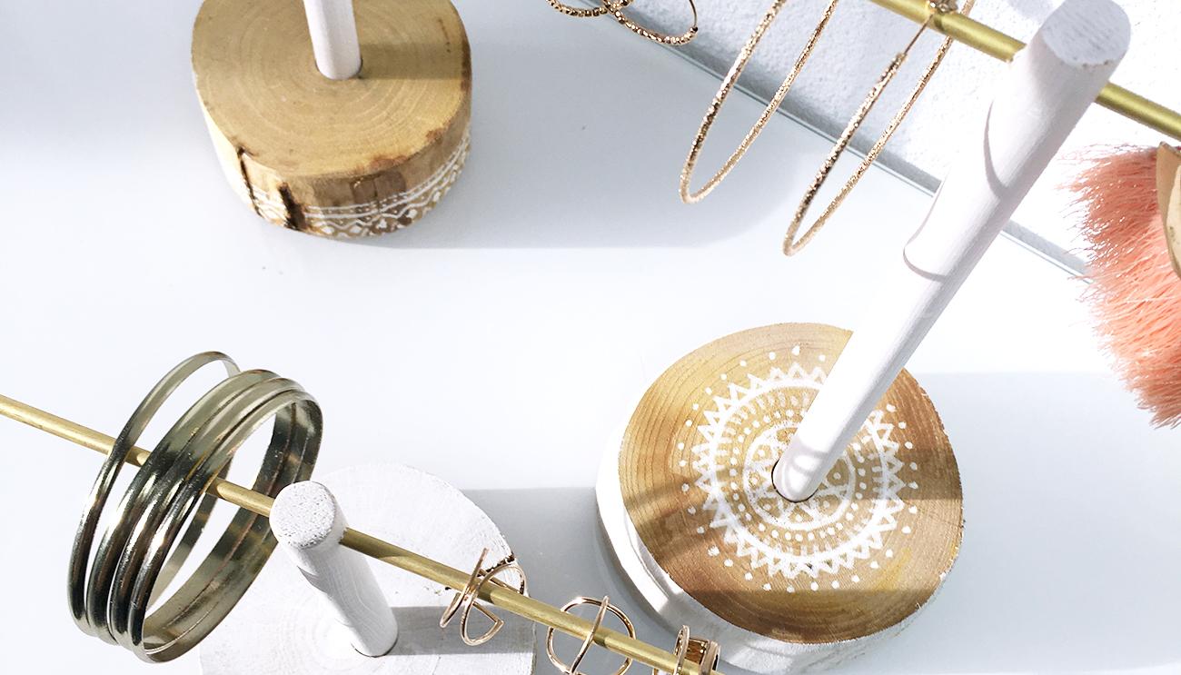 DIY pour fabriquer un porte bijoux - faire un arbre à bijoux en bois - kitik